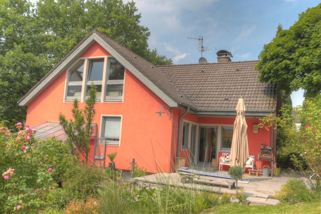 Bestlage: Ein-/Zweifamilienhaus mit Einliegerwohnung, tollem Garten und Doppelgarage in gepflegtem Umfeld