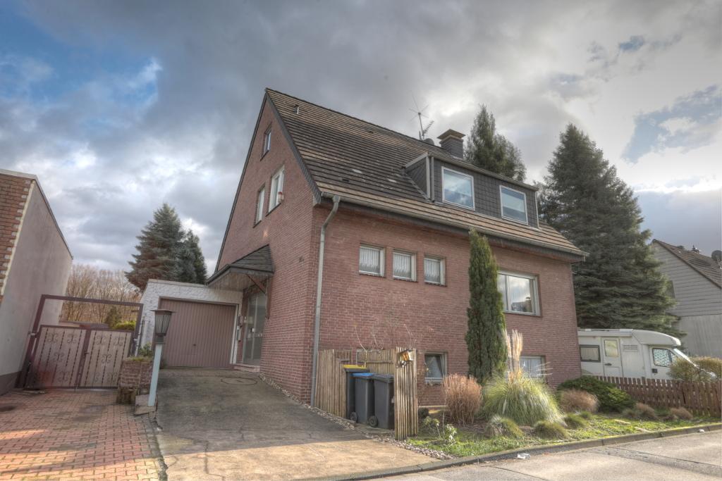 Freistehendes Ein-/Zweifamilienhaus in bester Lage mit tollem Garten und Garage in gepflegtem Umfeld
